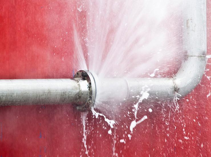 Как устранить течь и заделать повреждение в трубе отопления