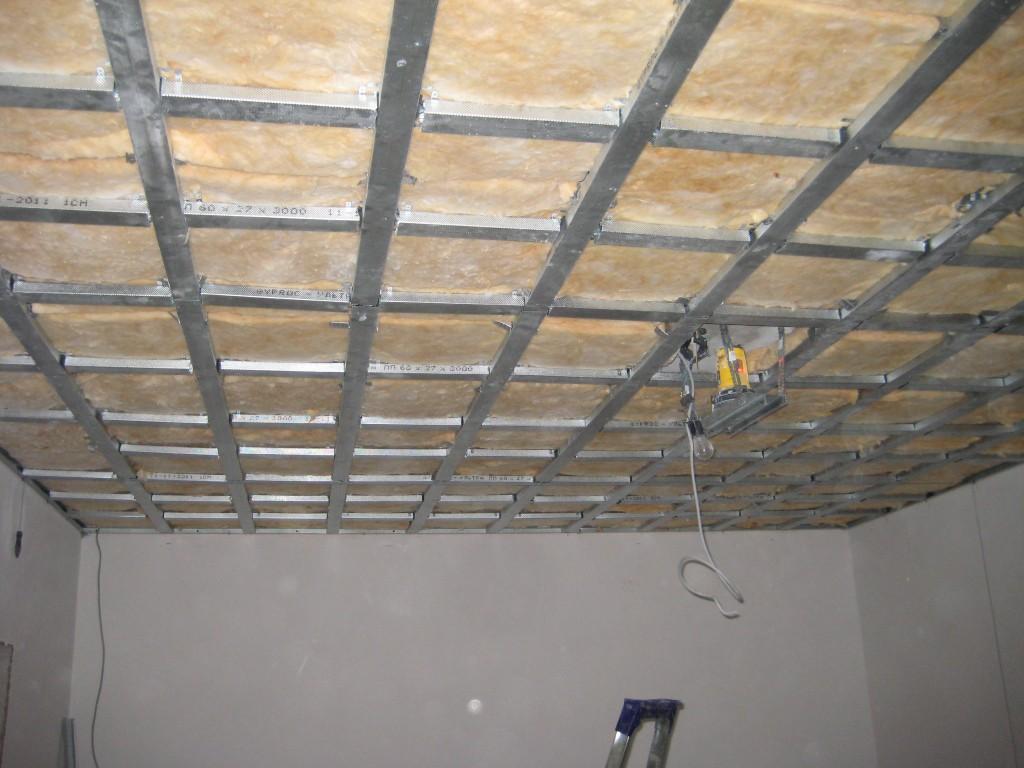 как крепить гипсокартон на потолок без каркаса