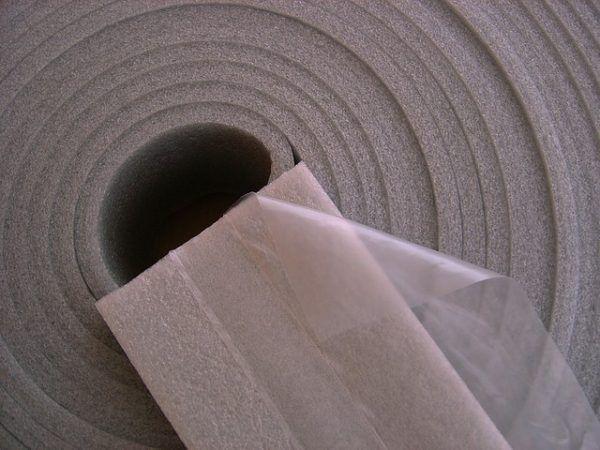 Как крепить демпферную ленту к стене