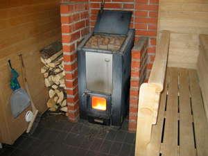 Кирпичная печь для бани с закрытой каменкой, с баком